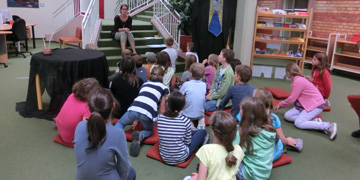 Kinder in der Bibliothek